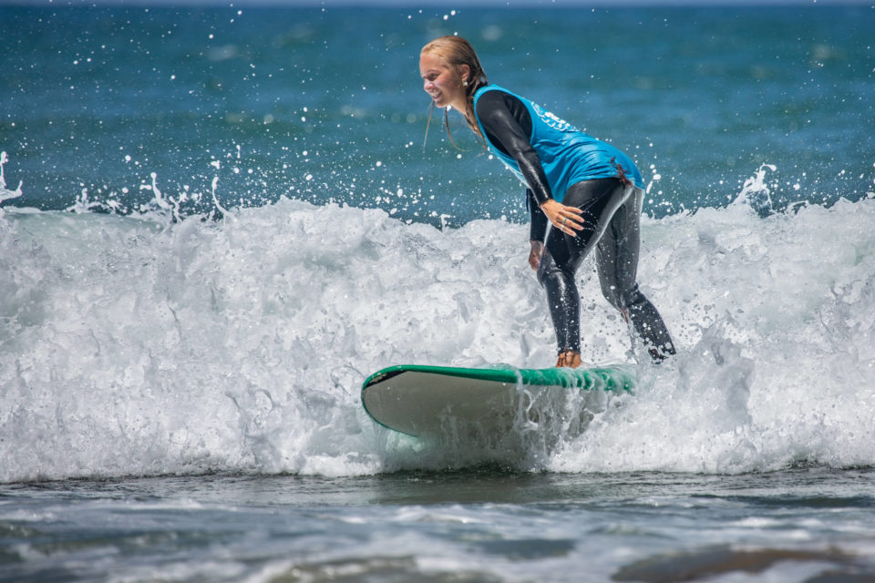 TSE The Surf Experience Hannah Hofinger surfing